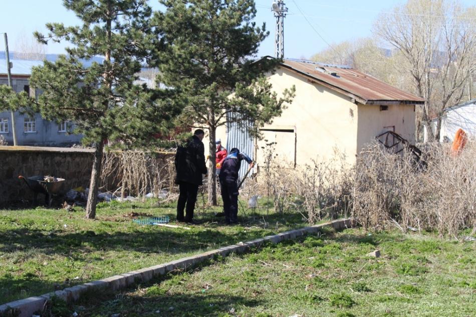 2020/04/1588249198_hanak_belediyesi_ayhan_buyukkaya_(15).jpg