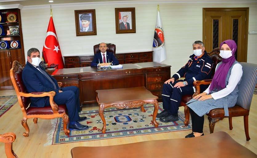 2020/06/1592604393_vali_huseyin_oner_ardahan_(8).jpg