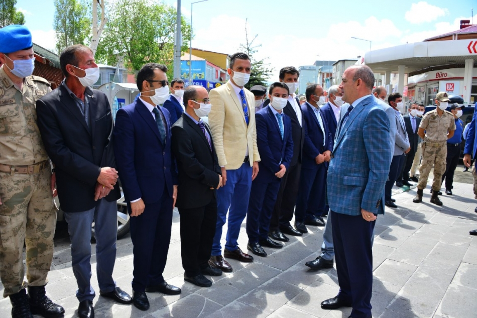2020/07/1594806098_vali_huseyin_oner_ardahan_(1).jpg