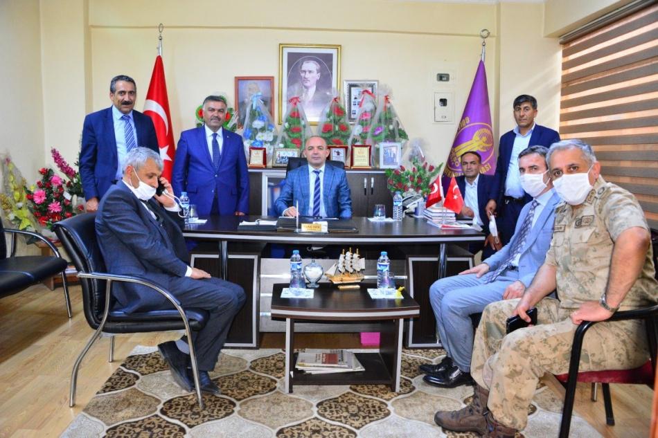 2020/07/1594806104_vali_huseyin_oner_ardahan_(17).jpg