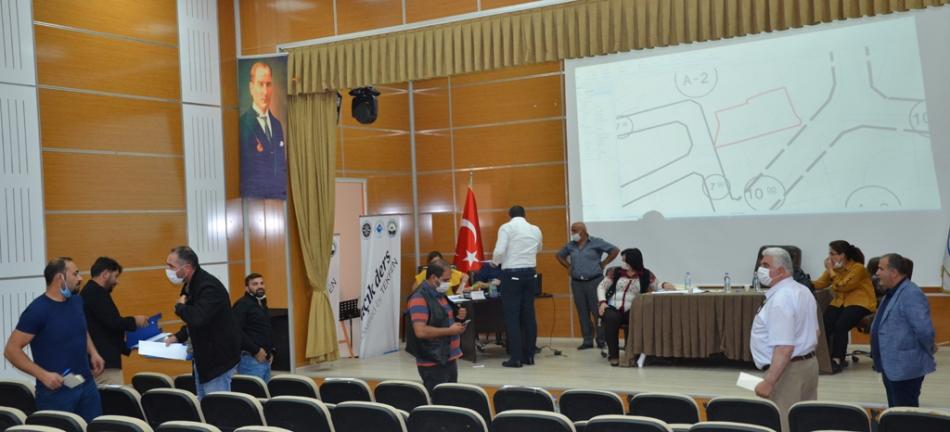2020/09/1599141413_ardahan_belediyesi_dukkan_satisi_ak_parti_chp_hdp_(2).jpg