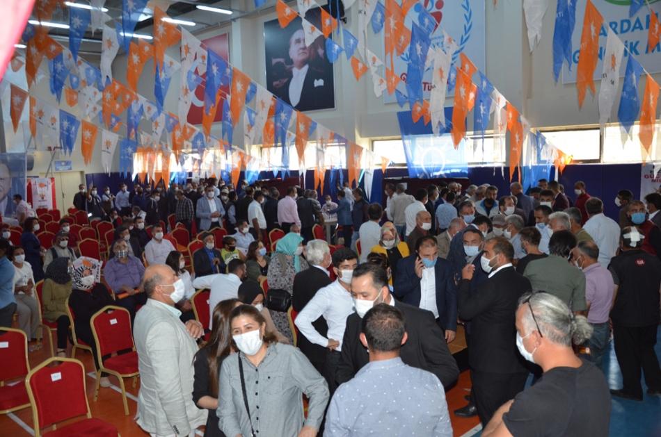 2020/09/1599932246_ak_parti_merkez_ilce_kongresi_osman_yildiz_ozgur_acikyildiz_orhan_atalay_(6).jpg