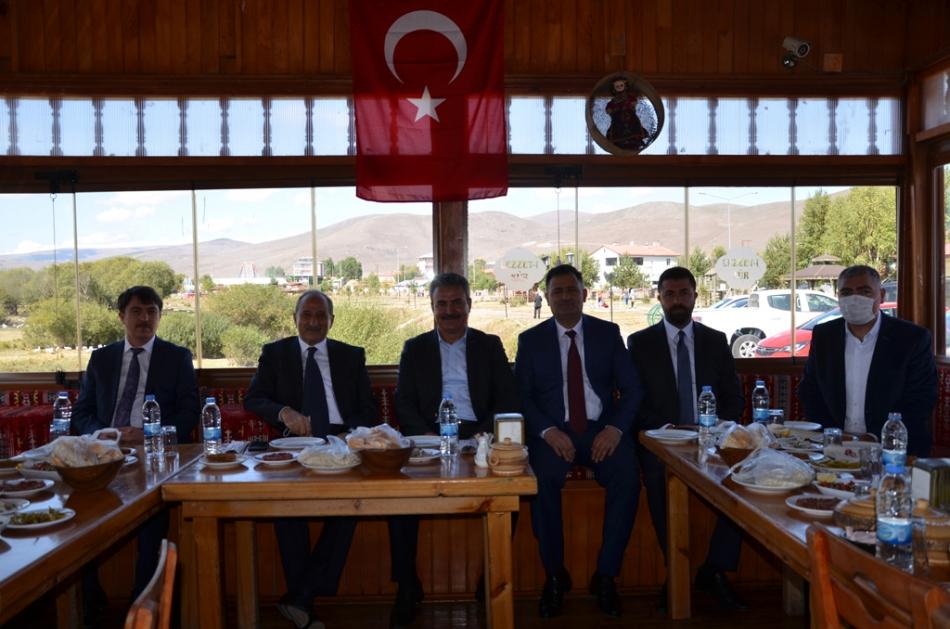 2020/09/1600619608_deva_ardahan_il_kongresi_candar_yilmaz_(45).jpg