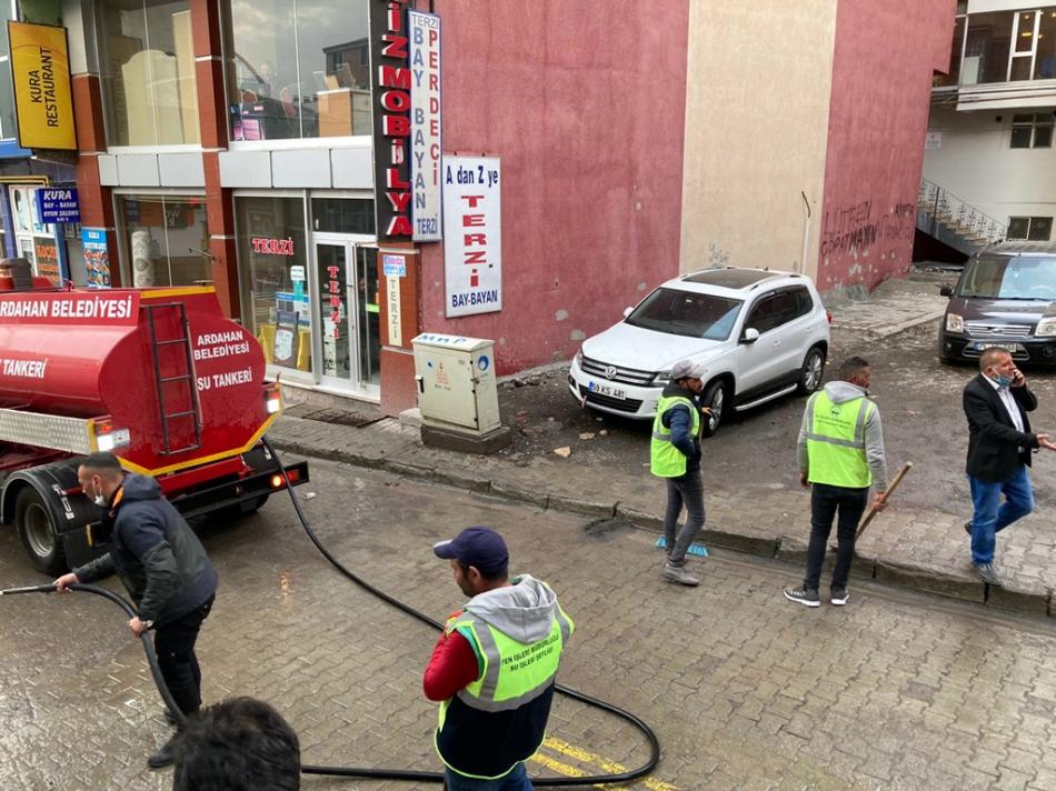 2021/04/1617983625_ardahan-belediyesi-temizlik_-4.jpg