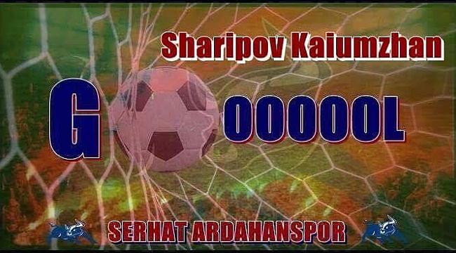Kaiumzhan Sharipov Serhat'ı taşıyor