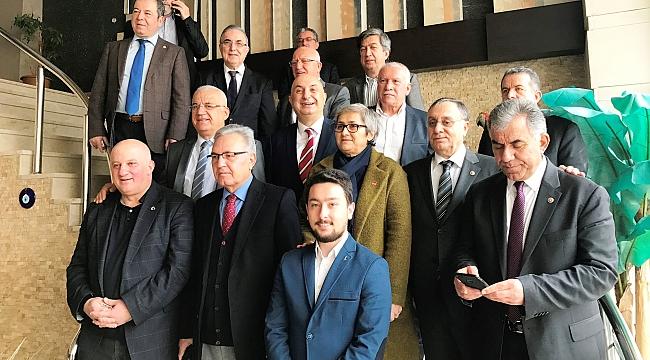 Ensar Öğüt Sakarya'da referandumda hayır için kapı kapı dolaştı