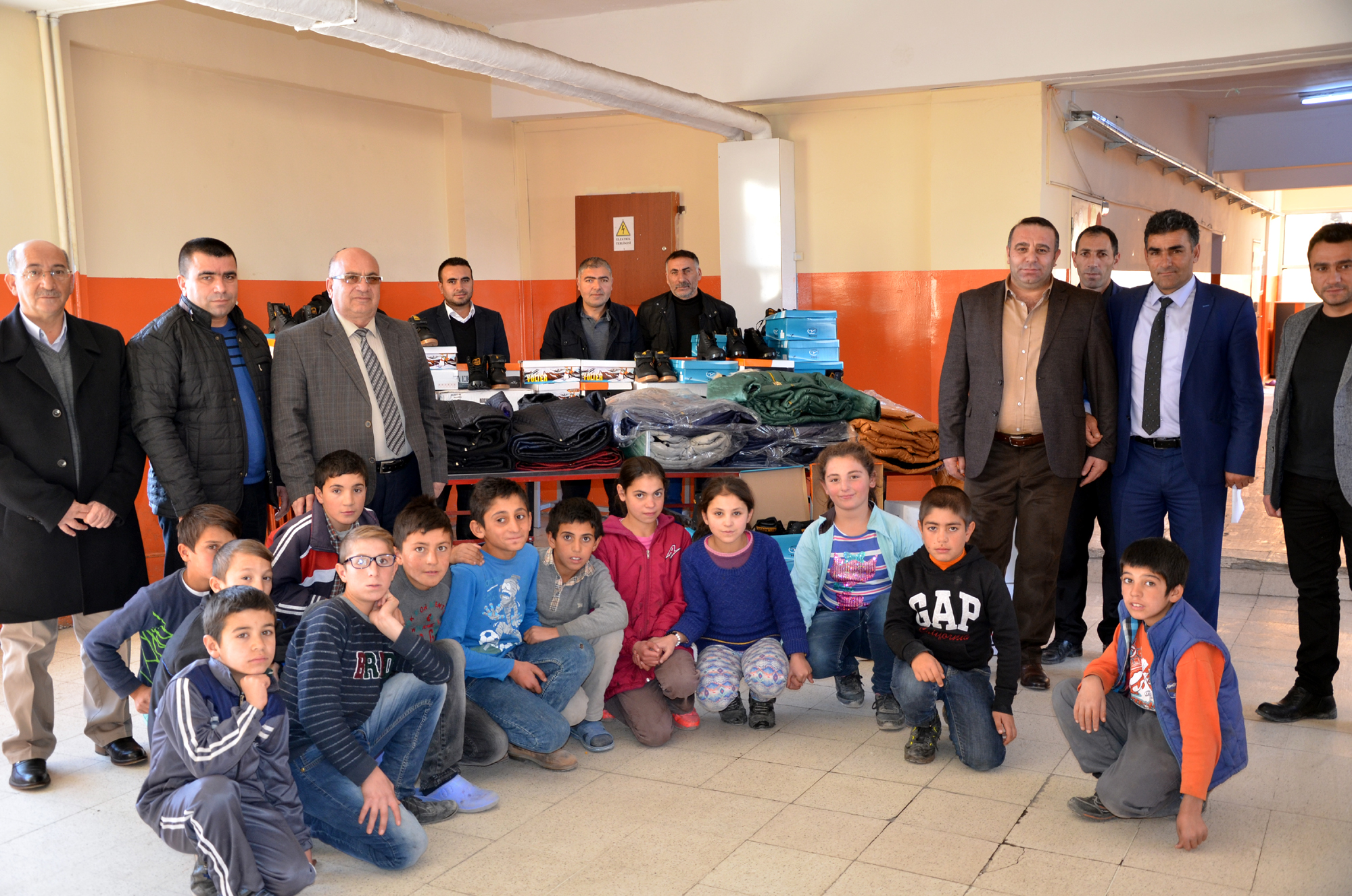 Başkan Kızılateş'ten öğrencileri ısıtan yardım