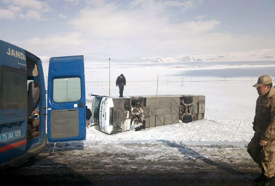 Ardahan'da trafik kazası, yaralılar var