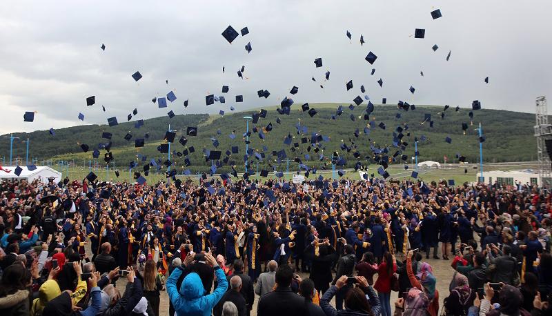 Ardahan Üniversitesinde mezuniyet sevinci