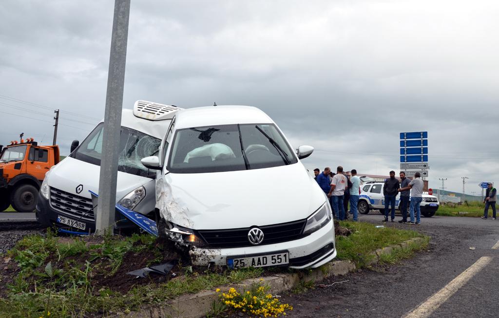 Ardahan'da trafik kazası, yaralı
