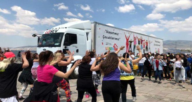 LÖSEV İyilikler Tırı Ardahan'da Aileler ile buluşuyor
