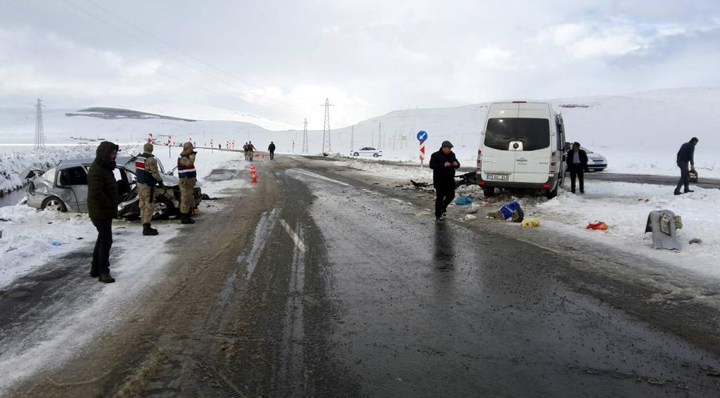 Ardahan'da feci kaza: 8 yaralı
