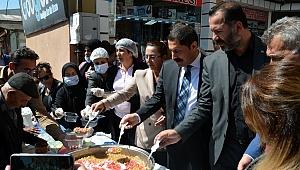 Vali Masatlı, AK Parti'nin aşuresini dağıttı