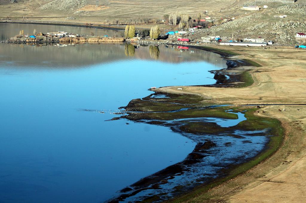 Çıldır Gölü diken üzerinde