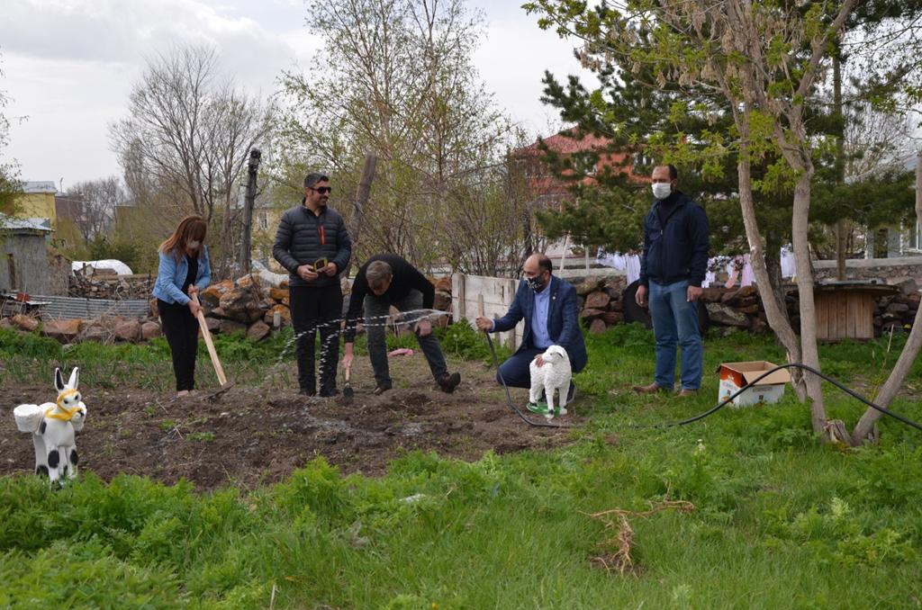 Genç Parti, Ardahan'ı tohumla buluşturmaya devam ediyor