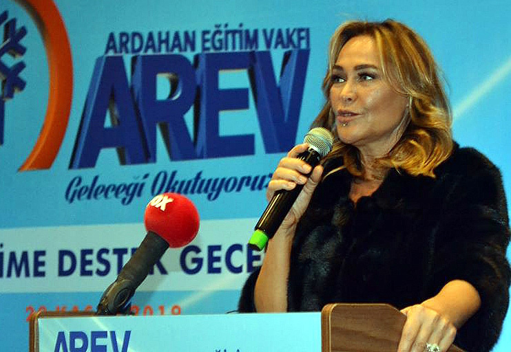 Hülya Avşar'ın evini soydu, cezaevinde öldü