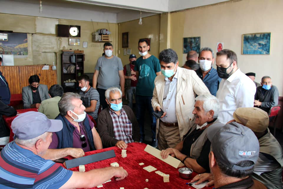 AK Parti'den esnafa ziyaret, Rektör'e destek