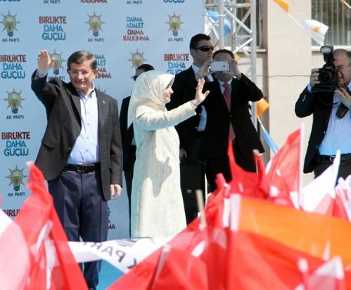 Başbakan Davutoğlu'da havadan geldi